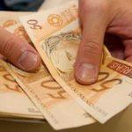 O 13º salário já está aí: pagar dívidas, investir ou fazer compras?