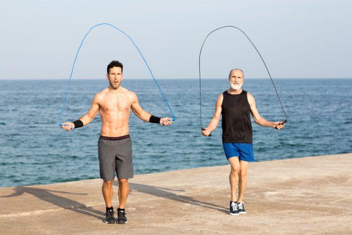 Os benefícios de pular corda: emagrece e deixa as pernas torneadas