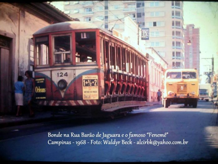 Túnel do Tempo   Bonde descendo a Rua Barão de Jaguara na década de 60