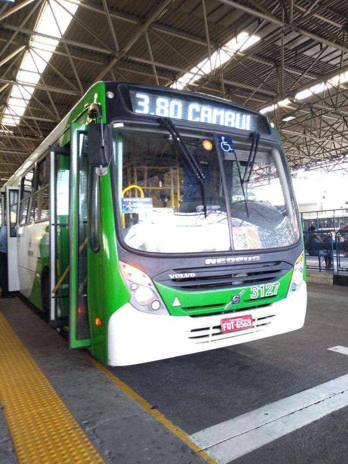 Elevador de ônibus da linha 3.80 quebra e impede embarque e desembarque de cadeirantes