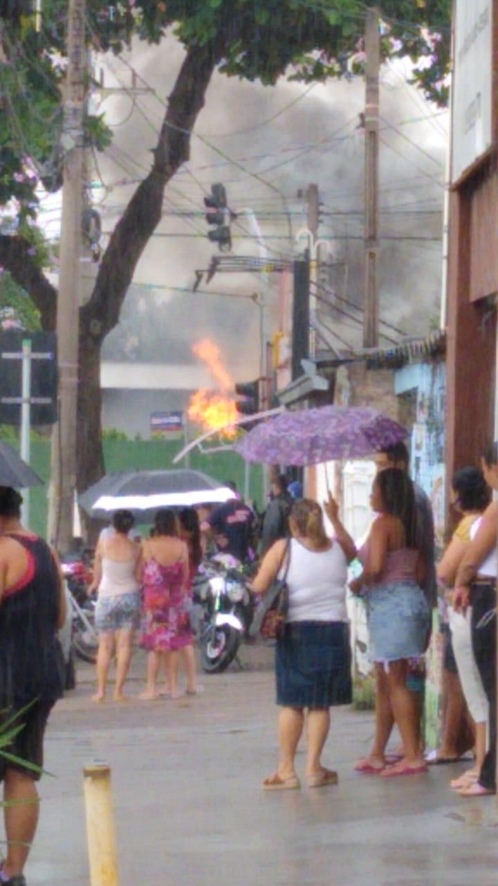 URGENTE – Caminhão tanque invade Hotel Premium e pega fogo na Vila Padre Anchieta em Campinas