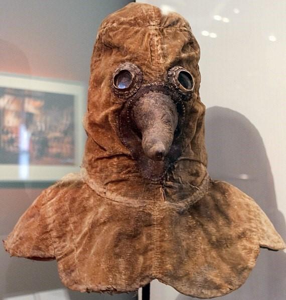 Curiosidades | A assustadora roupa dos médicos que tratavam a epidemia de peste bubônica